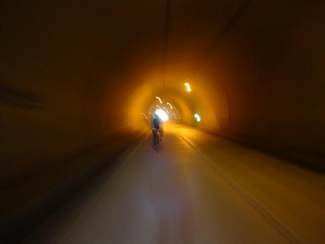 トンネル越えて