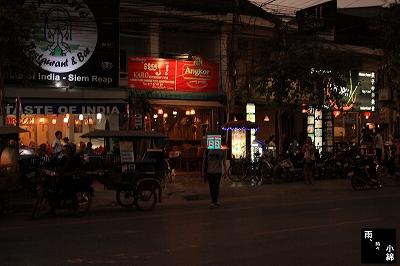 夜のパブストリートへ