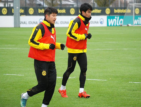 Joo Ho Park and Shinji Kagawa during training today