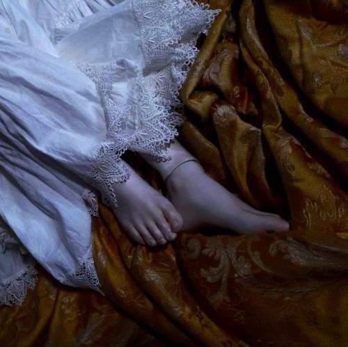 僧院の少女脱衣6