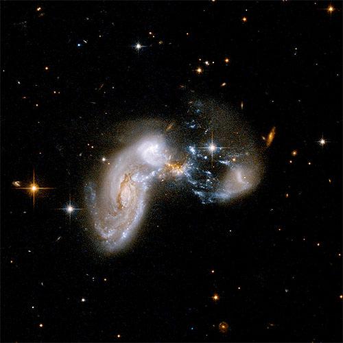 猛烈に星が生まれている Zw II 96 銀河