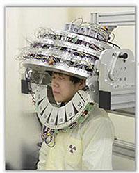 心まで読みとられそうなヘルメット型PET爆誕