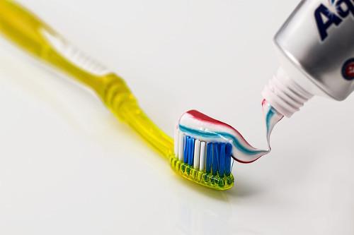 toothbrush-571741_640.jpg