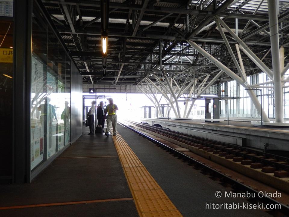 旭川駅のホームの光景1