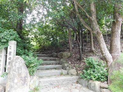 高岳神社磐座へ登る