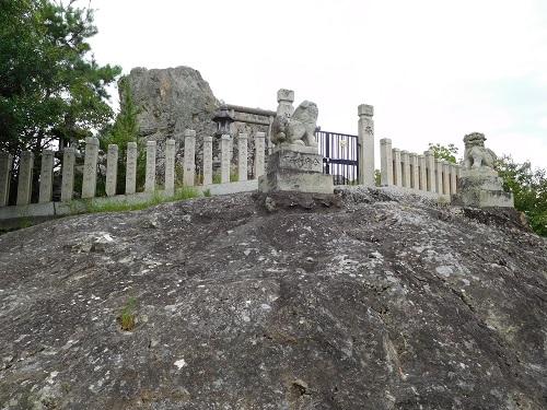 高岳神社磐座3
