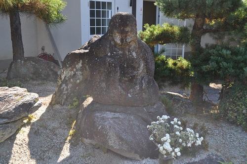鬼婆石像2