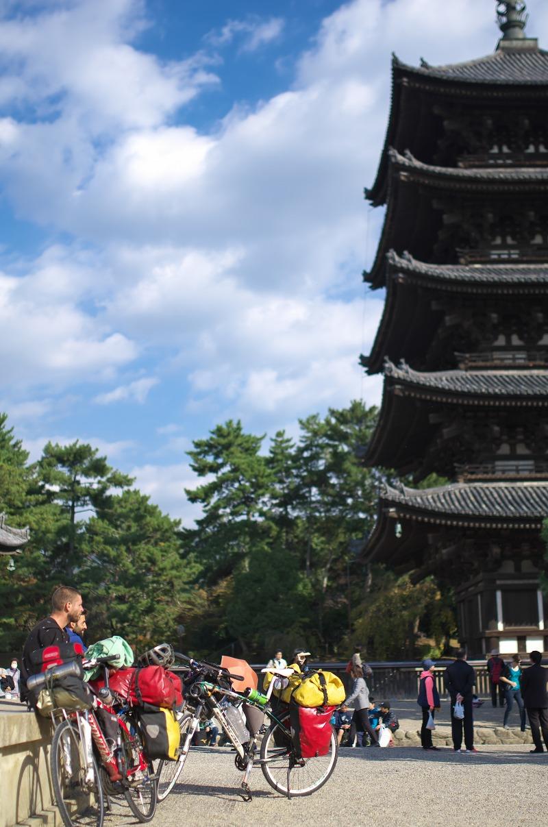 奈良公園 五重塔 外国人観光客