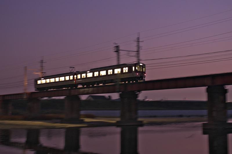 大和川・柏原市役所前 夕焼け 近鉄電車