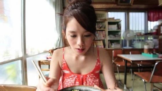 筧美和子 垂れ乳と噂のHカップ爆乳を水着グラビアで披露 画像40枚 17