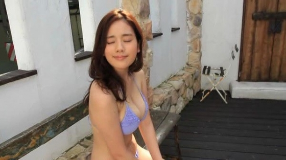 筧美和子 垂れ乳と噂のHカップ爆乳を水着グラビアで披露 画像40枚 35