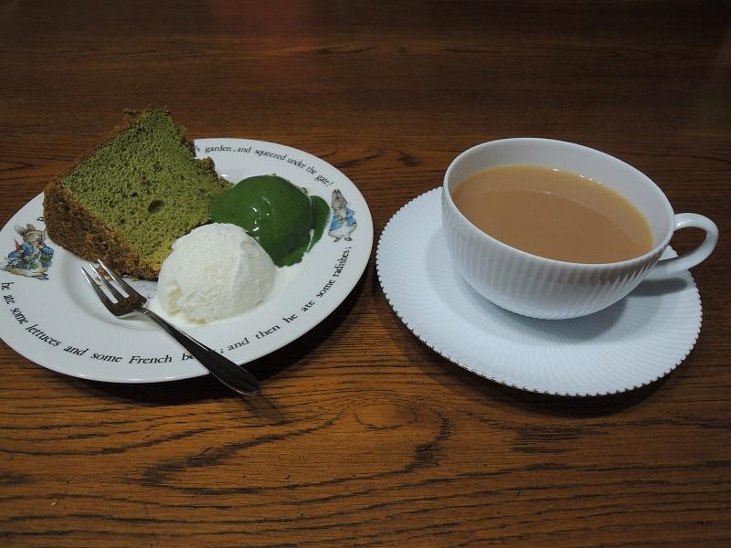 シフォンケーキと抹茶アイス
