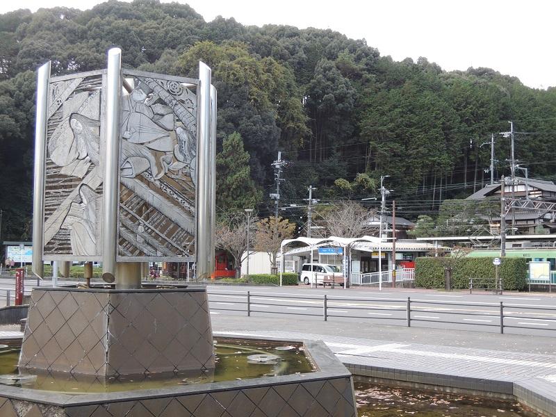 京阪石山寺駅前