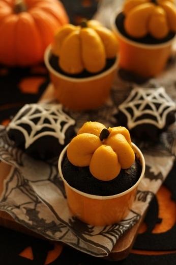 かぼちゃクリームのブラックココアカップケーキ1