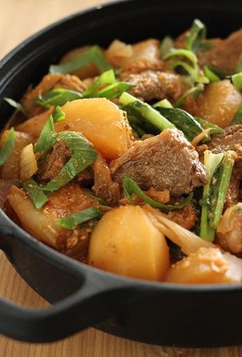牛肉と弾痕とじゃが芋の韓国風煮込み