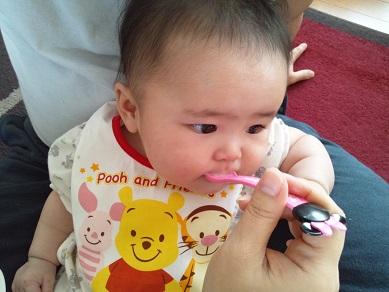 離乳食 ほうれん草とにんじんのミルク粥 実食2