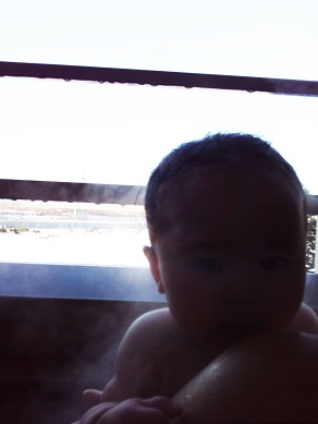 いちご温泉で朝風呂に入る