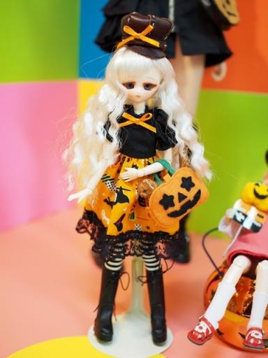 ハロウィンなお洋服はディーラーさん製だそう