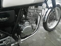 [写真]ホンダ・クラブマンのエンジン&前輪部分