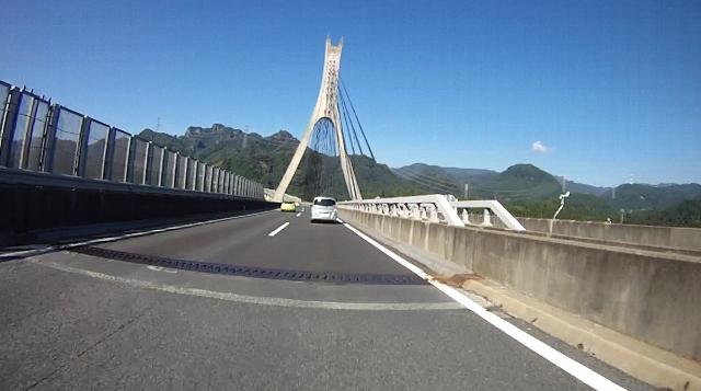 sukesan裏見の滝ツー10 (640x357)