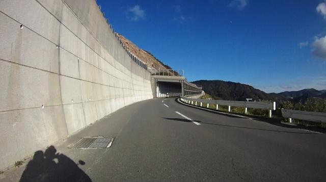 sukesan裏見の滝ツー40 (640x357)