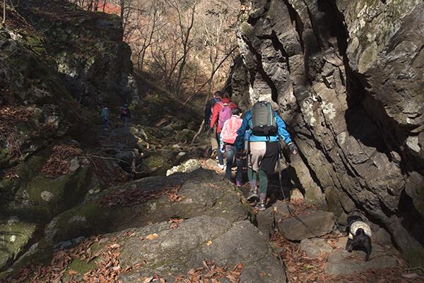岩場登りまーす