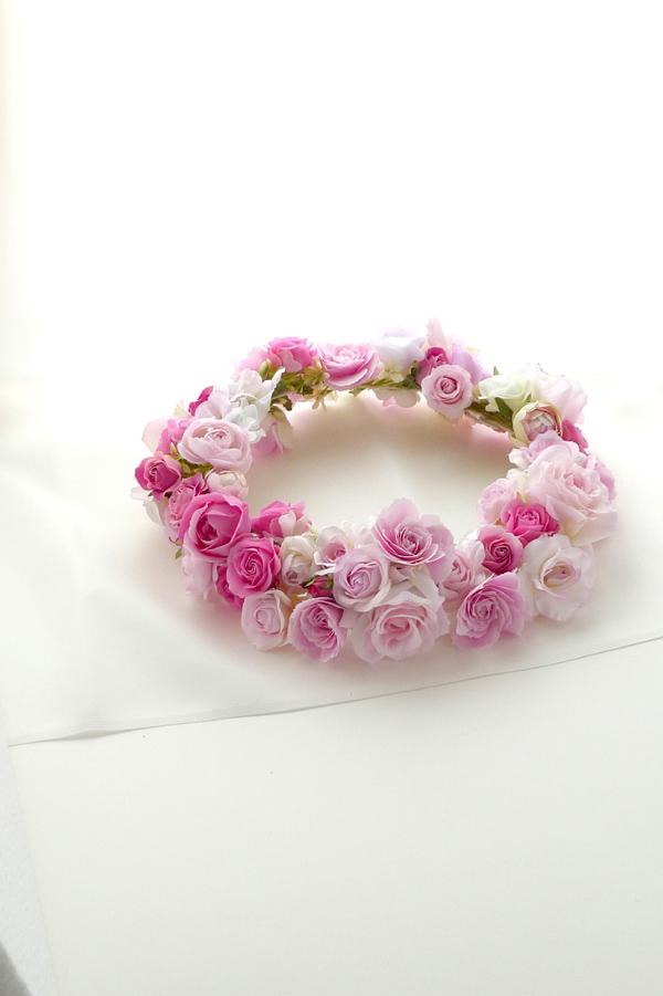 ウェディングのヘッドドレス.花冠の画像.ピンクのバラ.フラワーリース.アーティフィシャルフラワー.造花