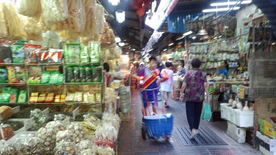 バンコクの市場街 お店あり、屋台あり、行商あり、何でもありです2