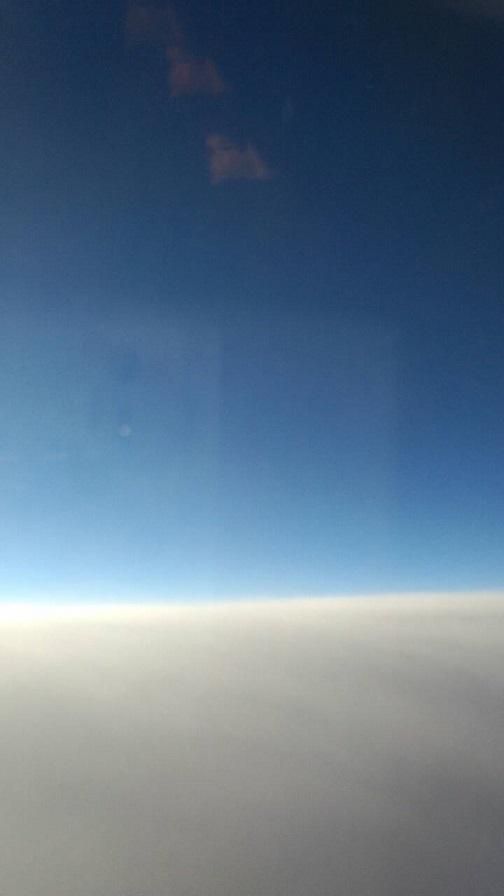 飛行機から見た水平線(ミーママ撮影) 2