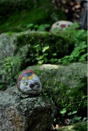猫の細道3猫の細道は福石猫と呼ばれる猫がデザインされた石が至る所に置かれています