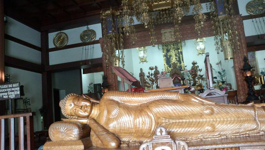 ミーママインド旅67サルナートの日本人寺の仏陀