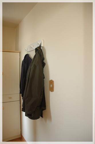 服をかける2