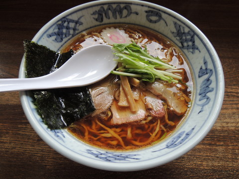 手打ち中華(醤油味)(680円)