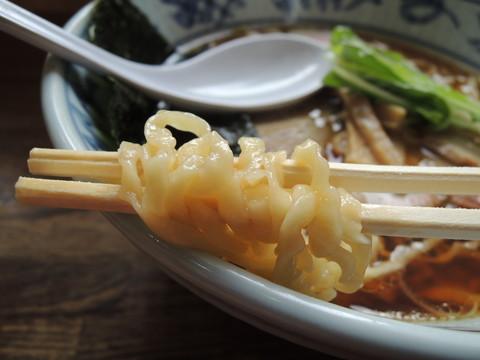 手打ち中華(醤油味)の麺