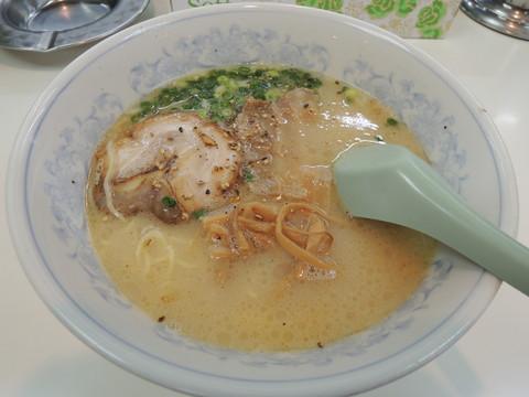 ラーメン(610円)