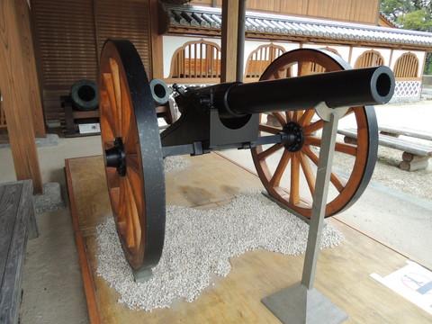 佐賀城本丸歴史館玄関(アームストロング砲)