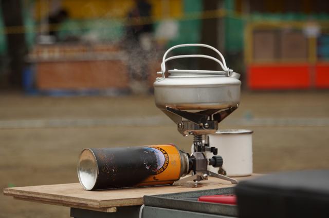 岩谷カセットガス ジュニアバーナー CB-JRB-2 で湯を準備