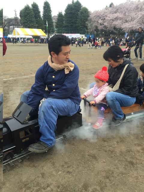 家族で国立で汽車