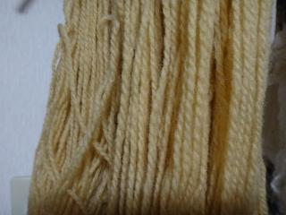 白樺の皮で染めた毛糸