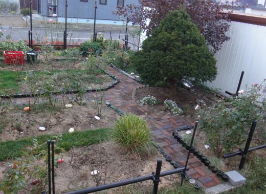 s-749-4裸の庭