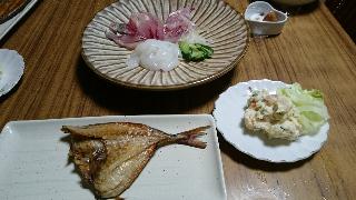 漁師の食卓・アジの開きと刺身とポテトサラダ