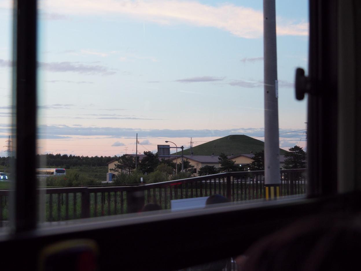 美しい夕焼けとモエレ山