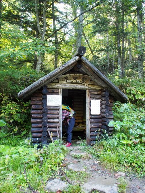 「木天蓼」小屋で入山届けに記帳