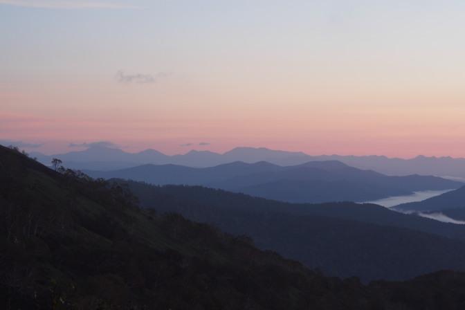 トマムの山々の稜線が織りなす美しいグラデーション