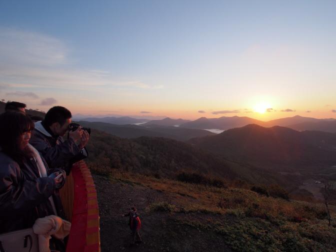 「クラウドウォーク」から見る朝日と雲海