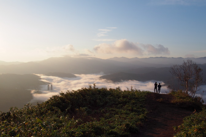 登り始めたところで雲海が厚くなってきた…