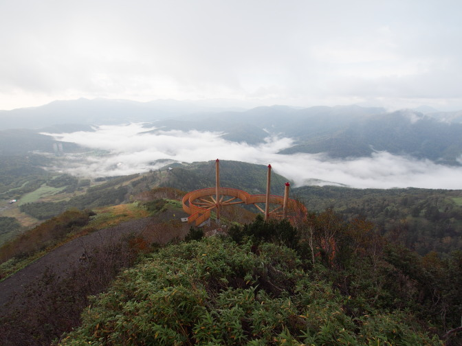 再び「舳先デッキ」からの眺望。空が雲で覆われている…