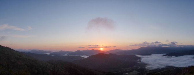 トマム雲海テラスの雲海と朝日(パノラマ)