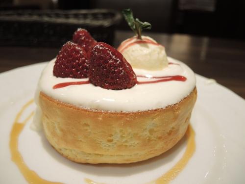 イチゴのスフレパンケーキ2