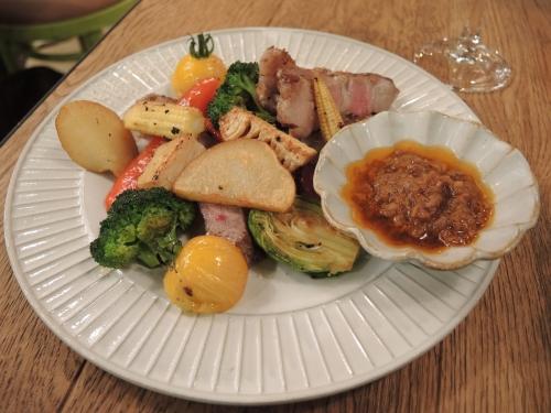 スペイン産最高級のイベリコ豚ベジョータのステーキと盛り合わせ